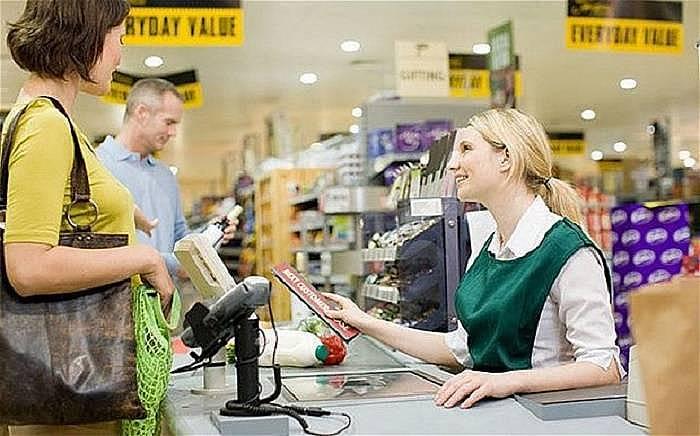 1. Müşterilerle konuşma pratiği yaptığınız için İngilizceniz gelişir.