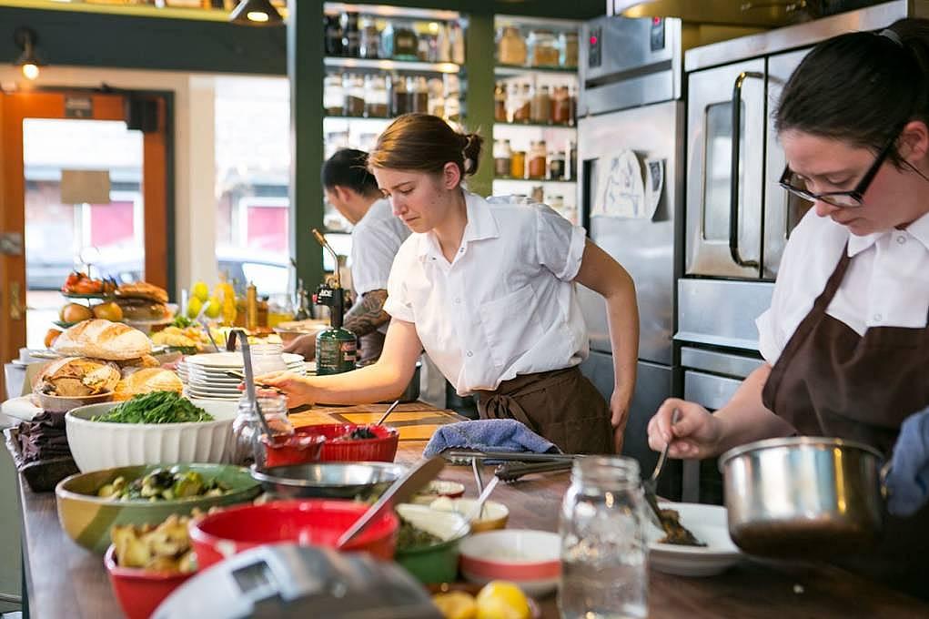 10. Kitchen Worker/Mutfak Elemanı