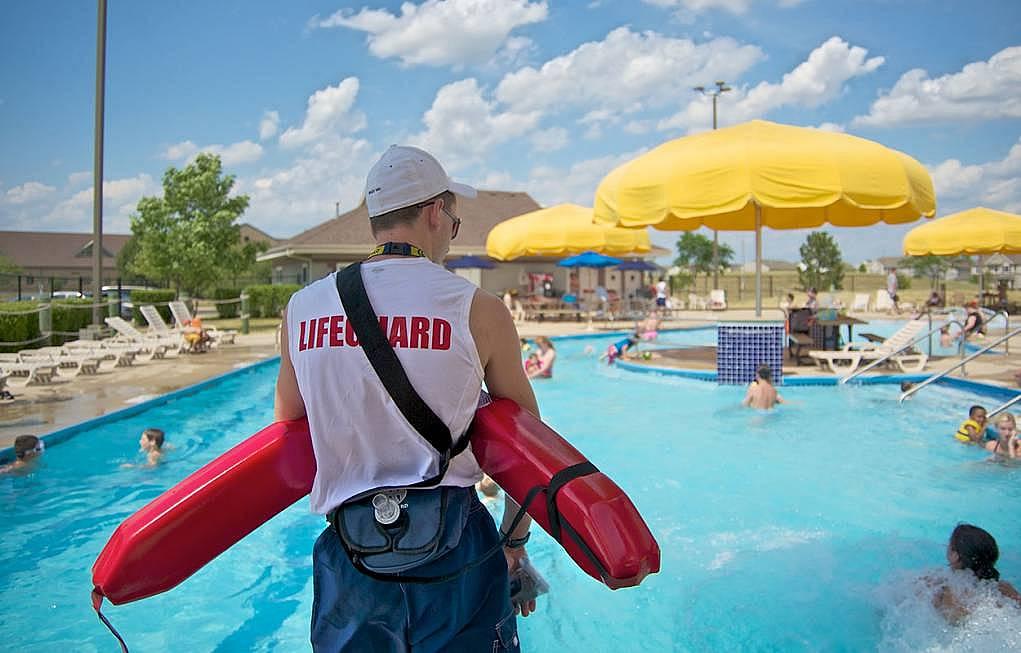 1. Lifeguard/Cankurtaranlık
