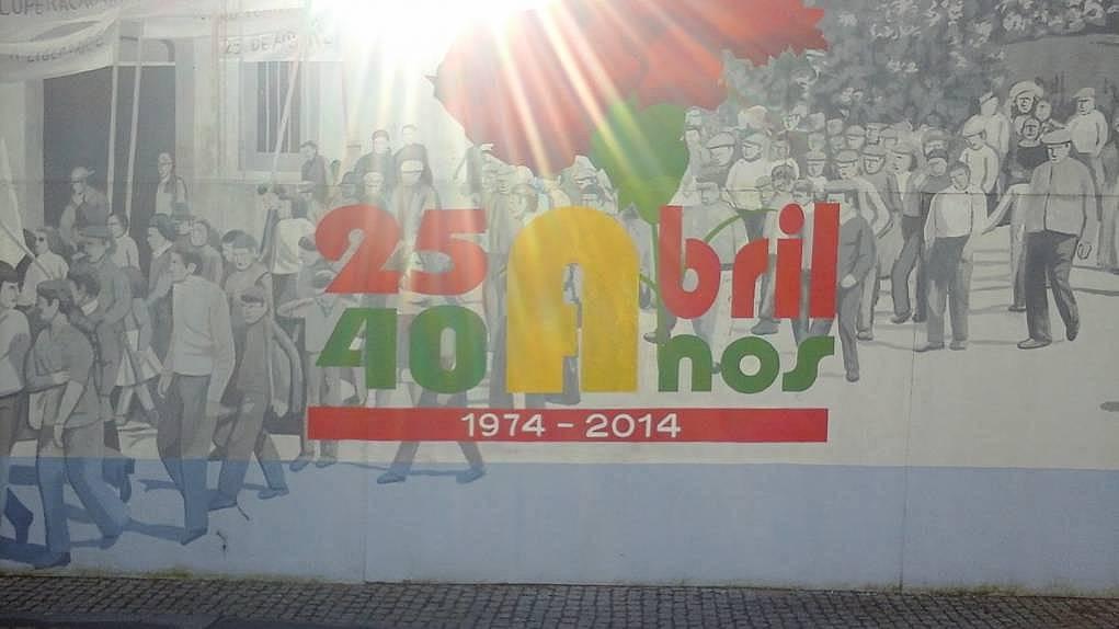 6. Portekiz'de karanfil devriminin en önemli simgelerine rastladım.