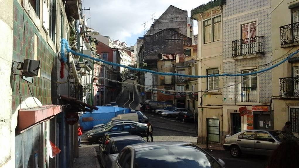 16. Lizbon sokakları size çok şey anlatacak.