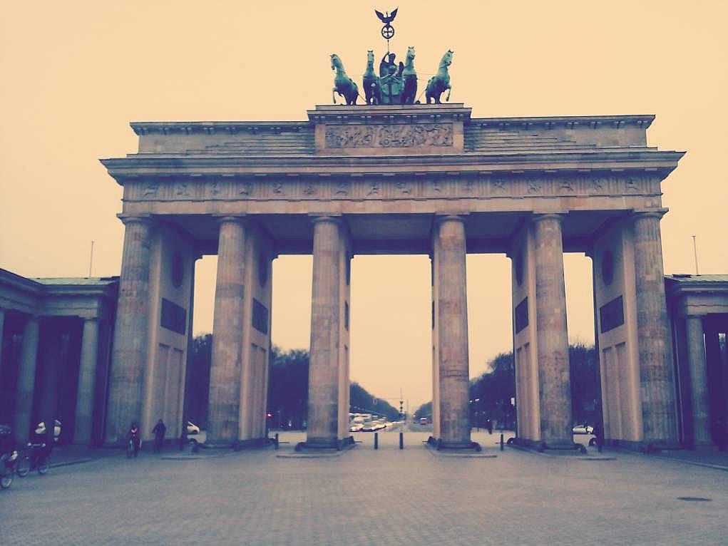 31. Berlin Brandenburg Kapısı'ndan da geçtim.