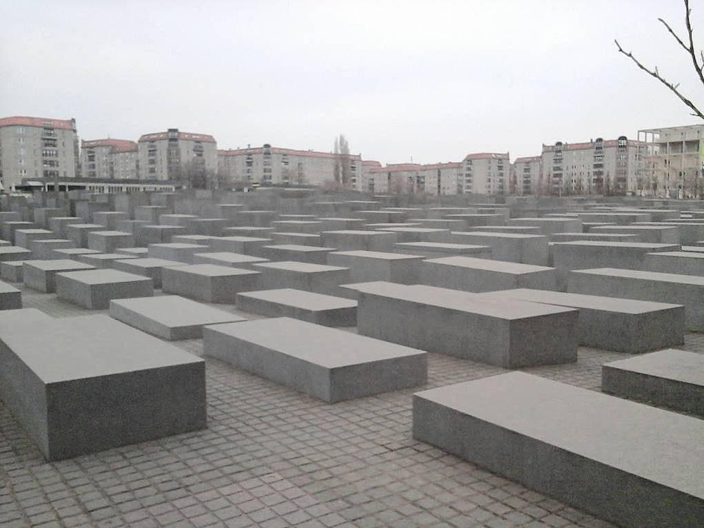 34. Şehrin ortasında sembolik yahudi mezarlığı beni çok hüzünlendirdi.
