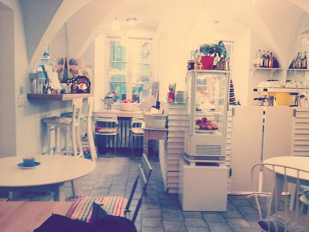 44. Polonya'daki kafe dizaynlarının çok samimi ve sıcak bir havası var.