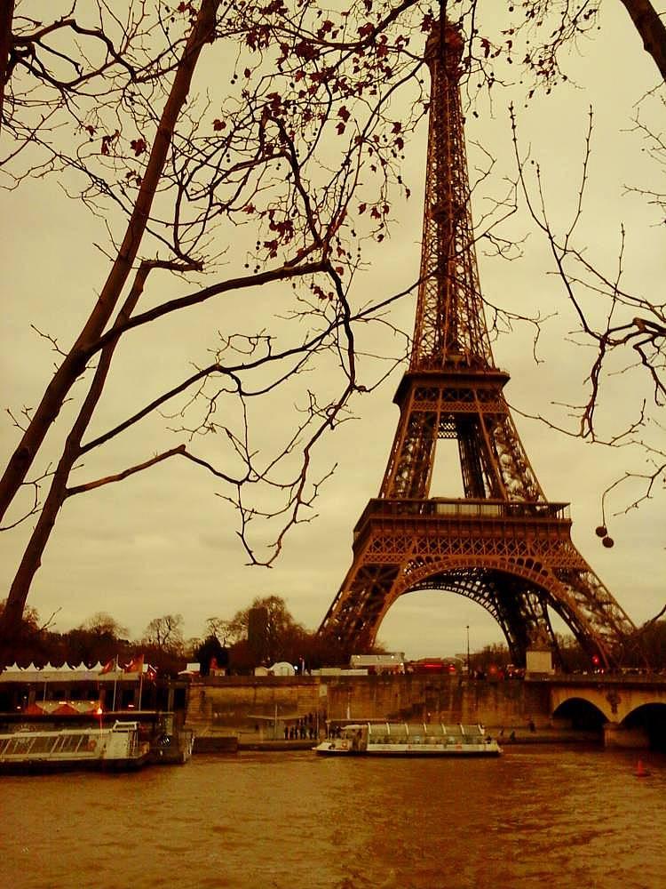 18. Fransa'nın en önemli sembolü Eyfel Kulesi. Rotam Paris.