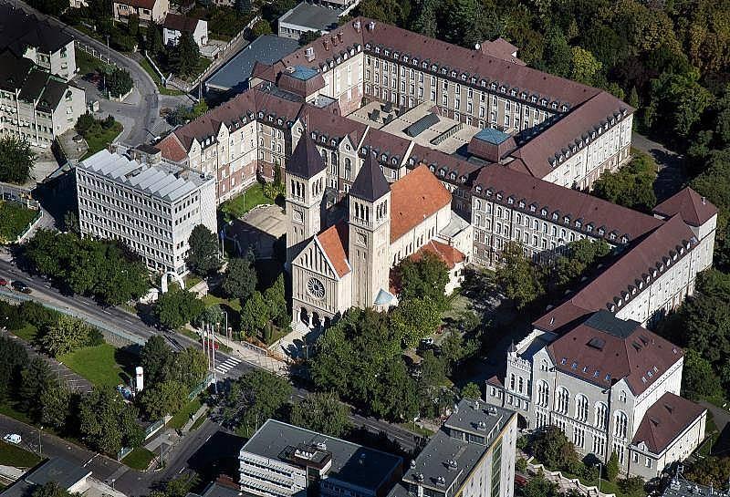 3. Macaristan'da yüksek öğrenim çok eski tarihlere dayanır.