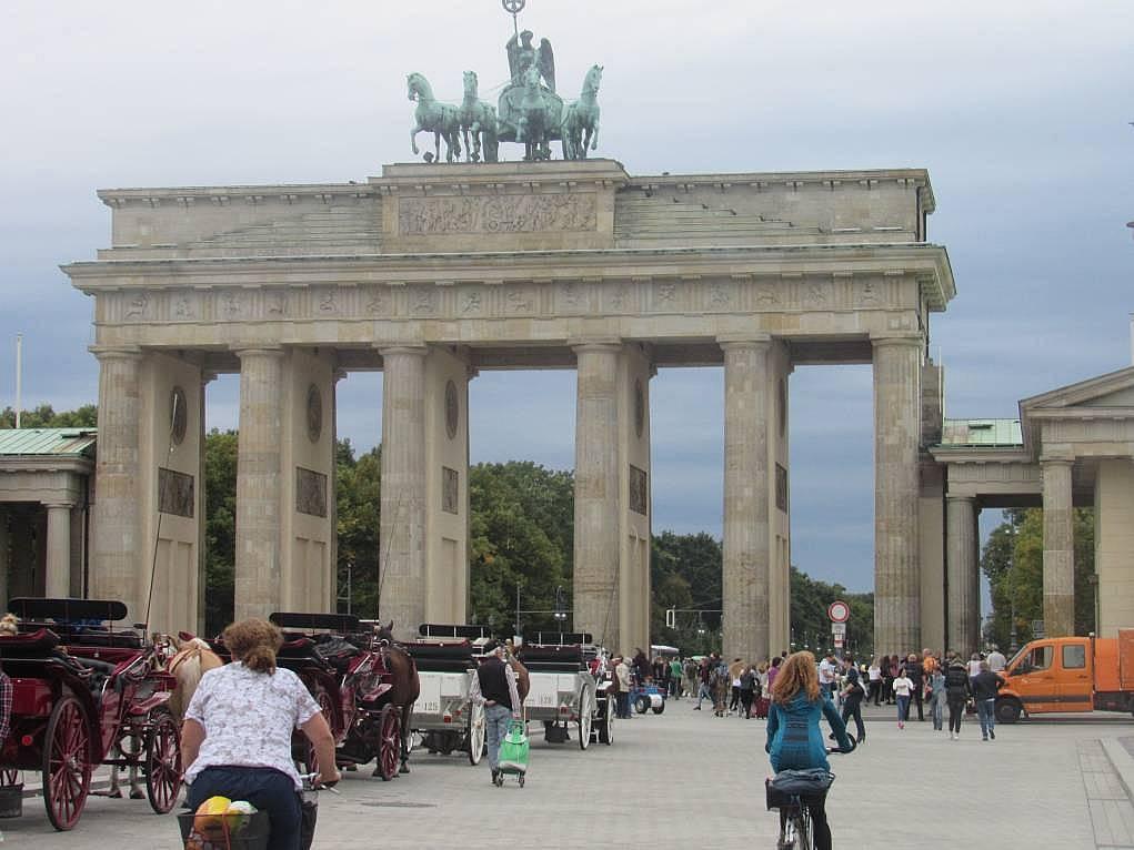 16. Brandenburg Kapısı'na gitmeden Berlin'e gitmiş sayılmazmışız.
