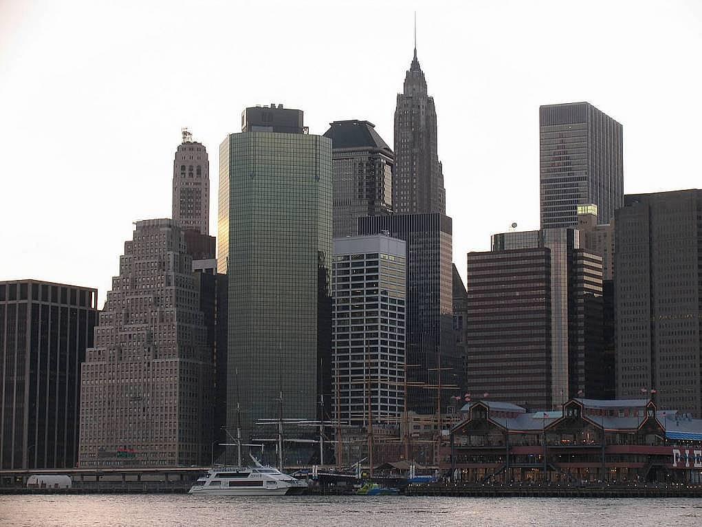 """12. Titanic'i ilk kez görüp devasa gemiye baktıkları gibi baktığımız şehir: """"New York"""""""