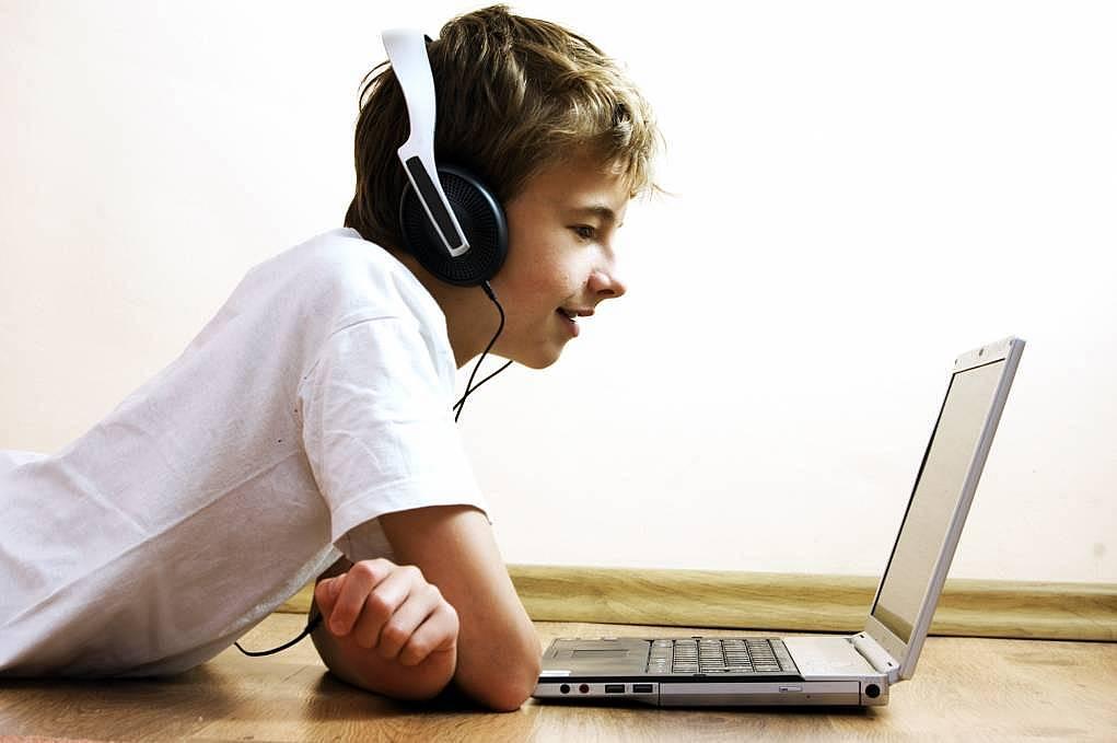 4. Videolarla İngilizce öğrenin.