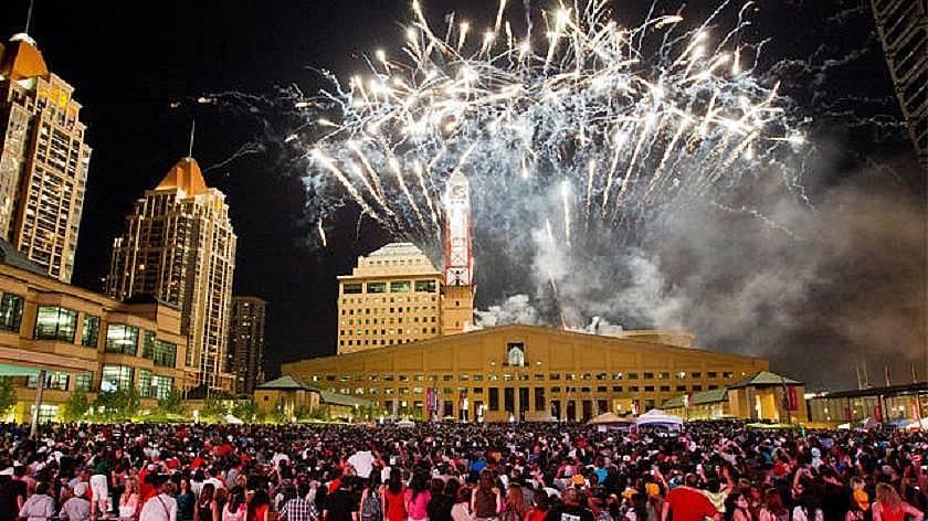 14. Her dönem festivaller düzenlenir.