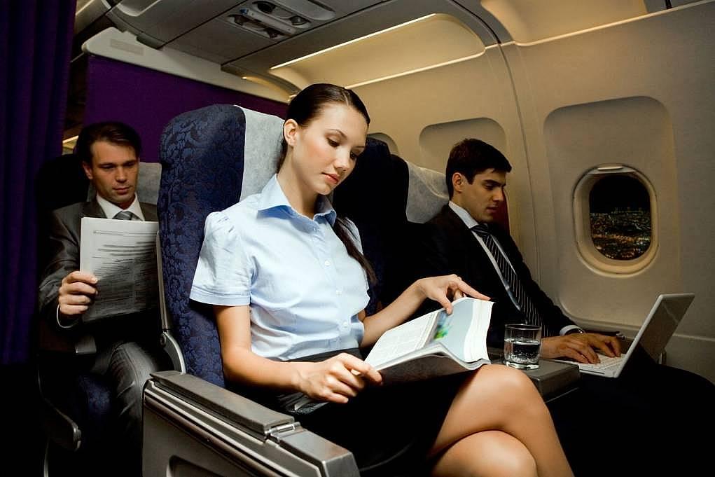 64ae3ef192a2d Rahat Uçak Yolculuğu için Altın Değerinde 10 Öneri - EDUMAG