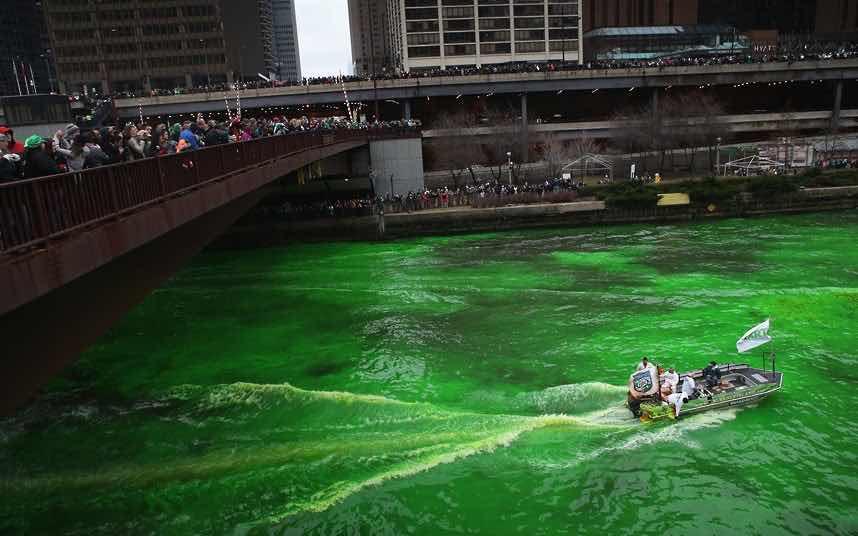 3. 5 gün süren kutlamalarda Chicago Nehri bile yeşile boyanıyor.