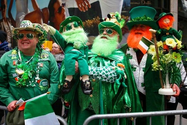 2. Dini motifler içeren kutlamalarda çoğunluk yeşil giyiyor.