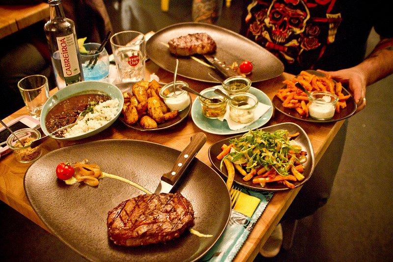 5. Bir Amerika klasiği biftek ve burger!