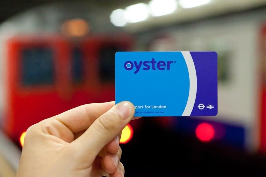 3. Hesaplı ulaşım için Oyster Kart edinin.