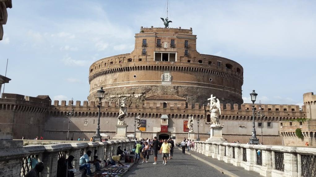 9. Kutsal Melek Kalesi (Castel Sant Angelo)'nin etkisine kapılın.