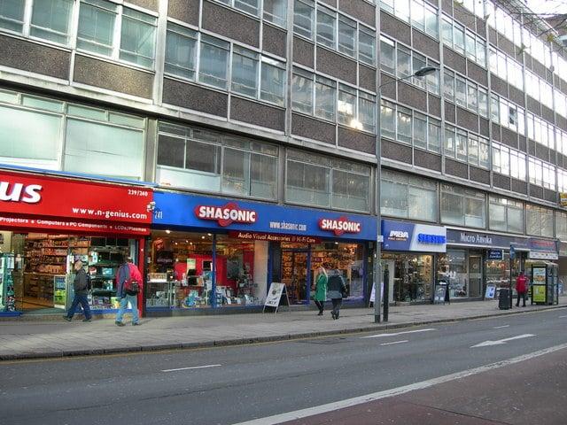 2. Hediyelik eşya alışverişlerinizi Tottenham Court Road bölgesinde yapın.