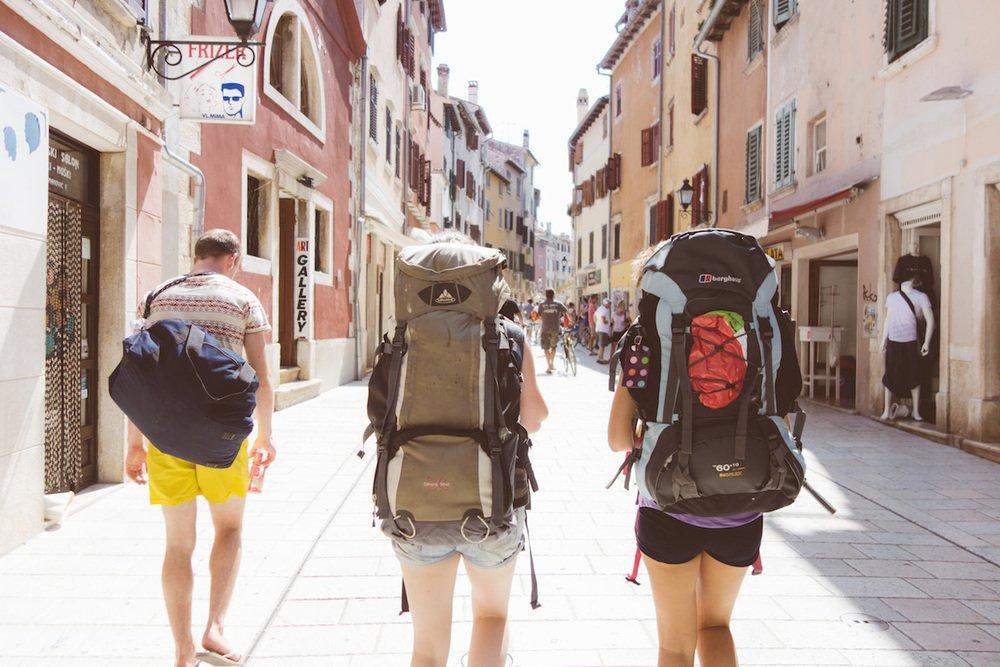 1. Rahat taşınabilen bir çanta alın.
