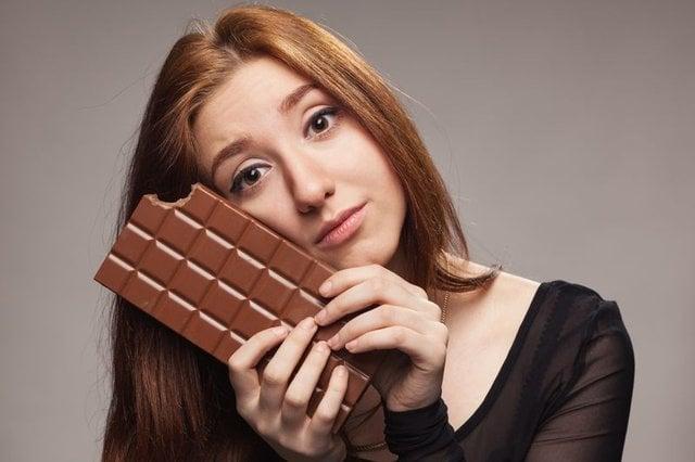 1. Kadınların toplu taşıma araçlarında çikolata yemesi yasaktır.