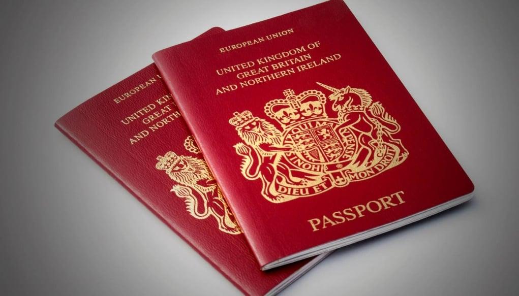 13. İngiltere'de bütün pasaportlar Kraliçe adına verildiği için Kraliçenin kendi pasaportu yoktur.