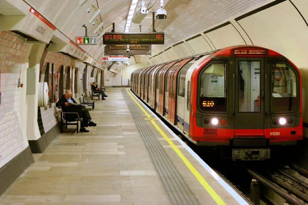 9. İngilizler dünyanın ilk demiryolu sistemini icat etmişlerdir.