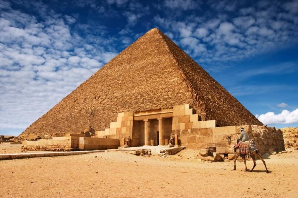 1. Keops Piramidi (M.Ö. 2560 – Kahire, Mısır)