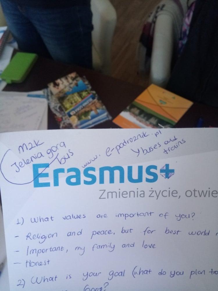 6. Erasmus öğrencilerine dersleri geçme konusunda yardımcı oluyorlar.