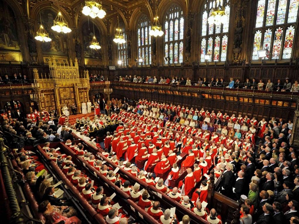 10. İngiltere Meclisi'nde ölmek suç kabul edilmektedir.