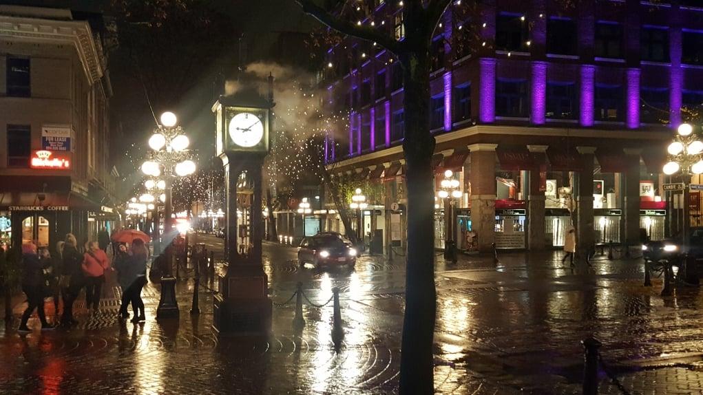 10. Vancouver'ın en önemli problemlerinden biri önemli sayıda evsiz insan olması.