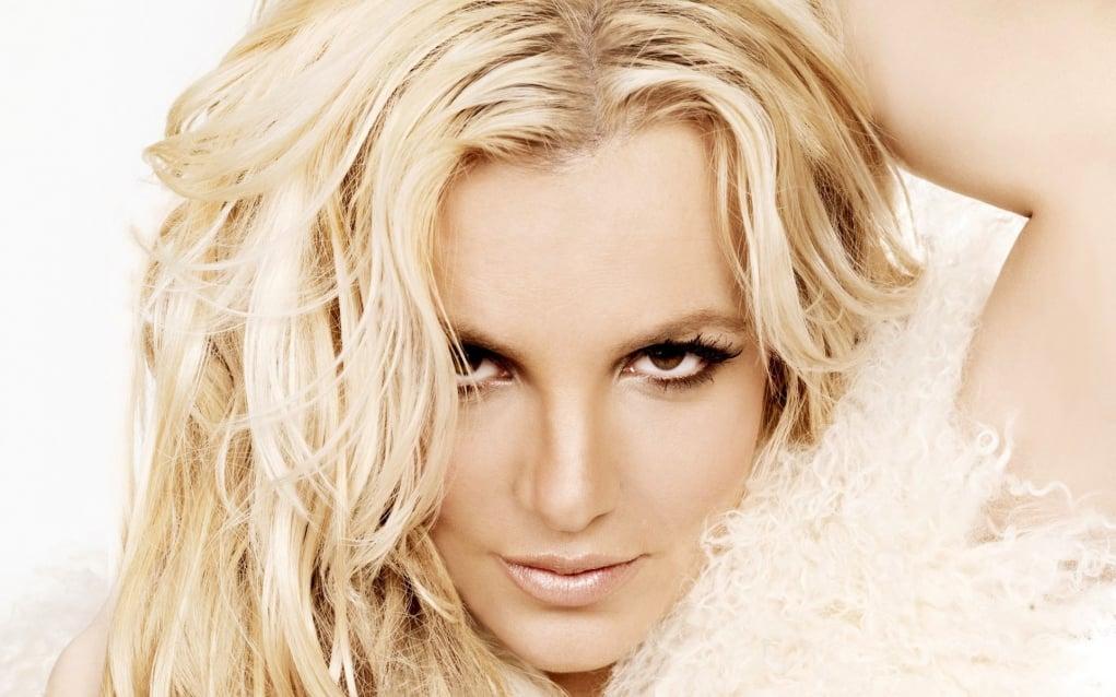12. İngiliz Deniz Kuvvetleri, Somalili korsanları korkutmak amacıyla Britney Spears şarkılarını kullanmaktadır.