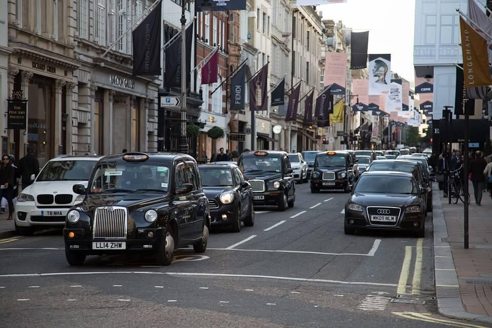 20. İngiltere'de trafik akışının sol taraftan olması geleneği, Papa'nın verdiği emre dayanır.