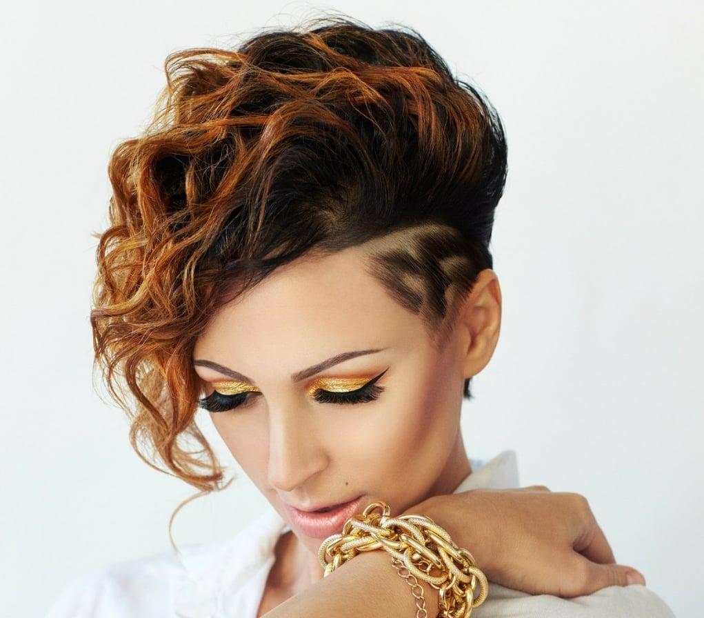 16. Bir İngiliz kadını yaşamı boyunca 150 değişik saç modeli denemektedir.