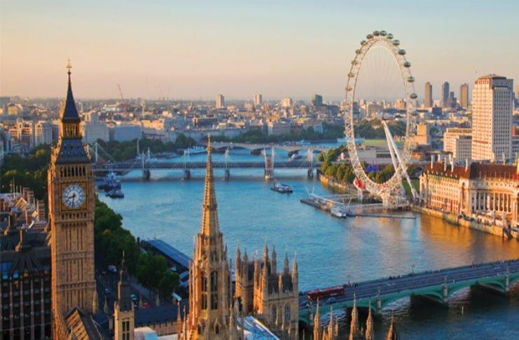 2. İngiltere'de her 40 kilometrede bir, farklı bir İngilizce aksanı konuşulmaktadır.