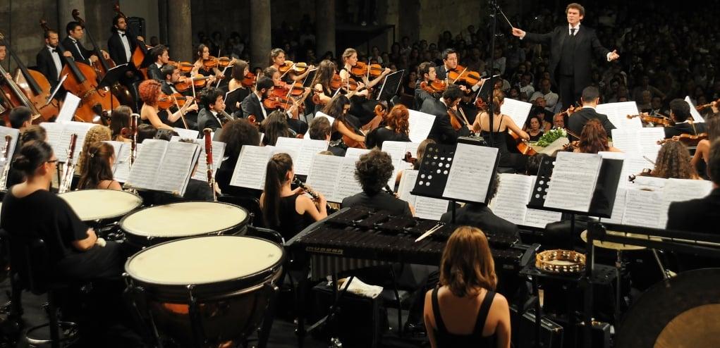 5. Filarmoni orkestrasını canlı dinlemek.