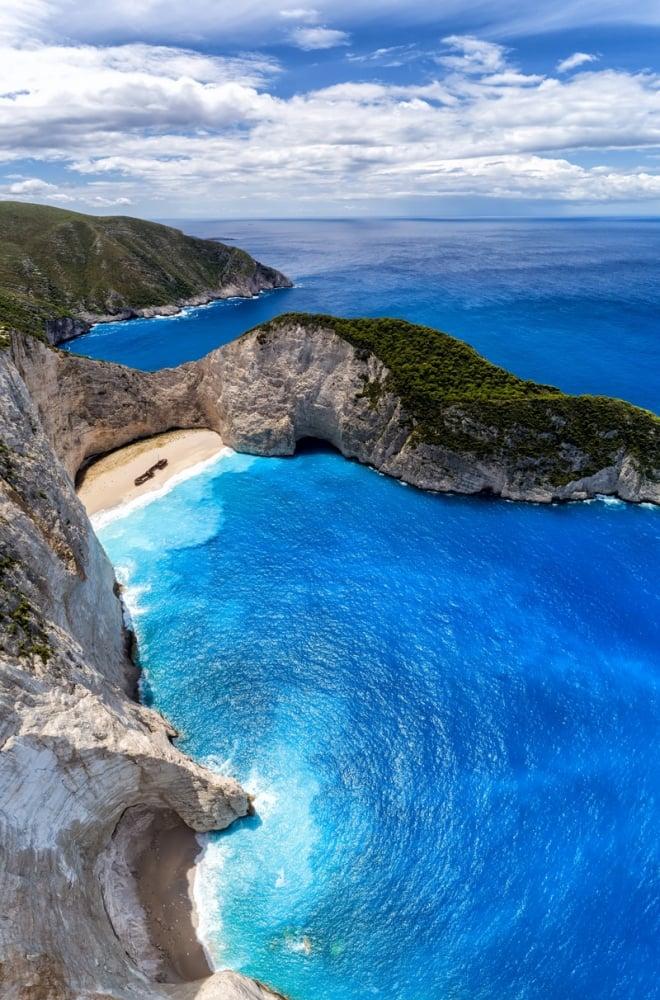 8. Navagio Beach, Yunanistan
