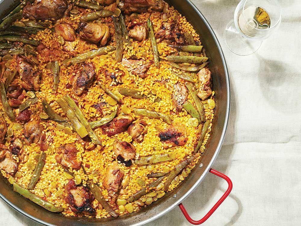 3. Paella gibi enfes İspanyol lezzetlerini tadabileceğiniz bir şehirdir.