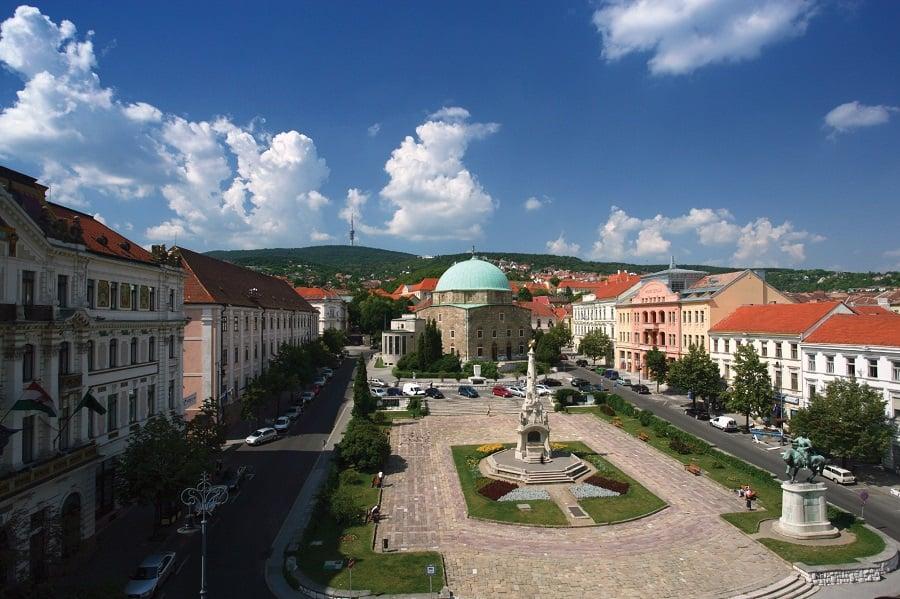 9. Peç Üniversitesi birçok bölüm seçeneği sunar.
