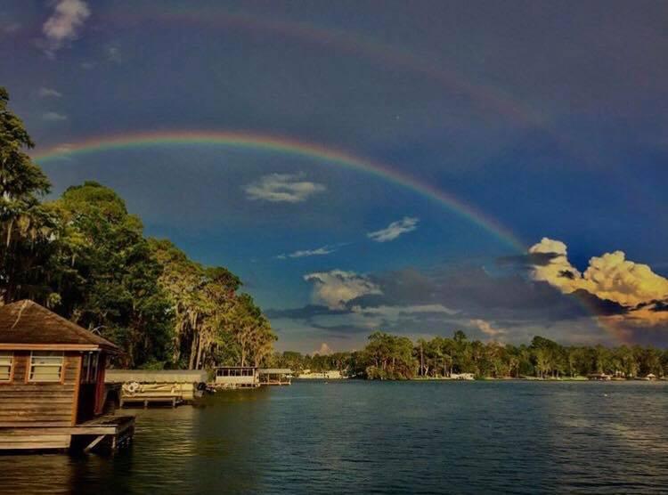 3. Daha önce görmediğiniz güzellikte yeşillik ve göllerle karşılaşırsınız.