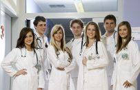 Charles Üniversitesi'nde Ücretsiz Tıp Eğitimi Hakkında Merak Ettiğiniz Her Şey