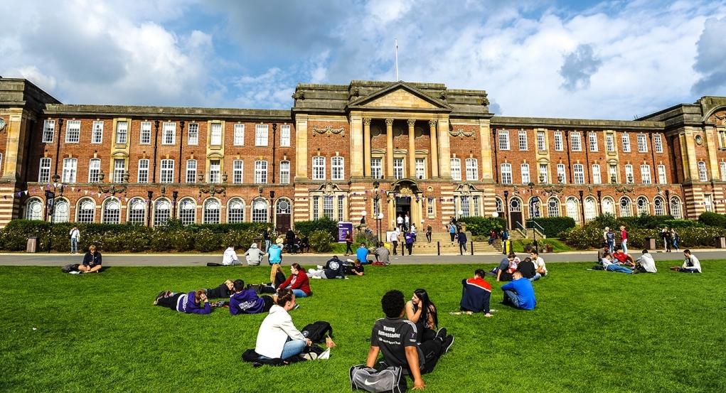 1. Leeds tam bir öğrenci şehridir.