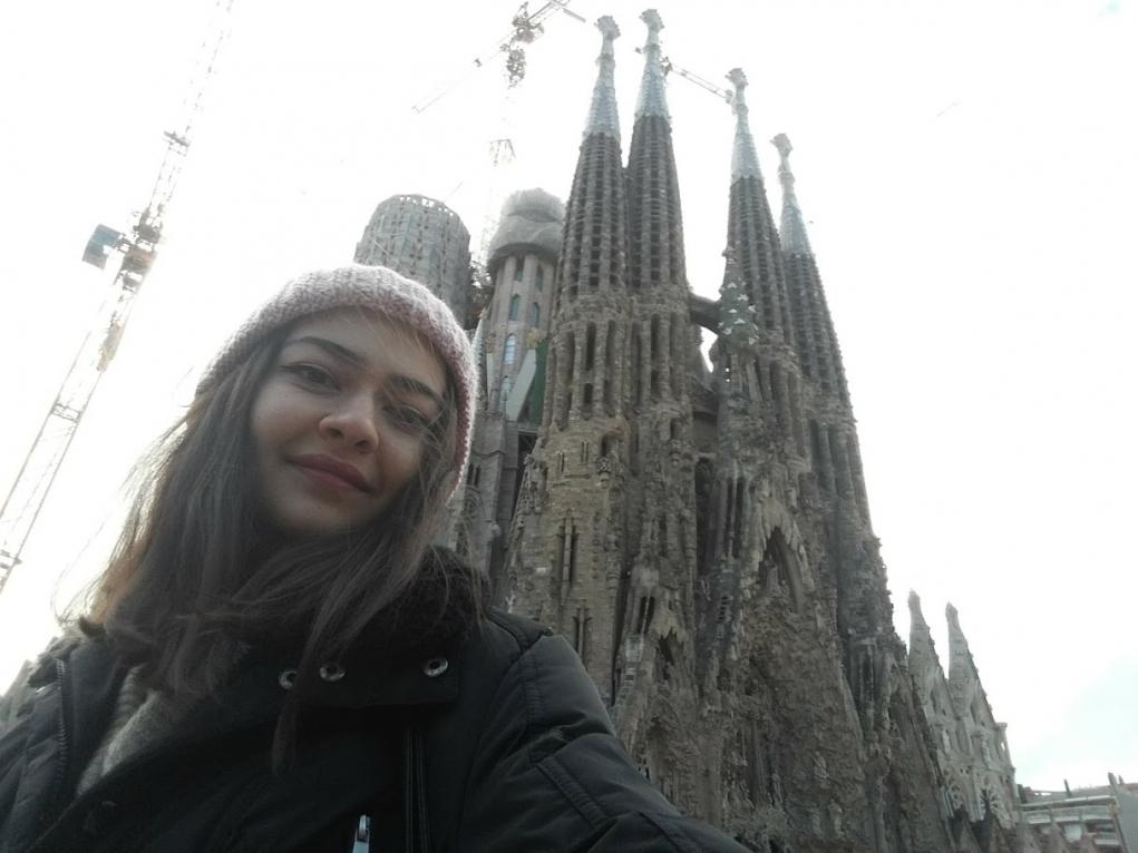 2. Farklı gördüğünüz her mimari yapılarda fotoğraf çekilirsiniz.