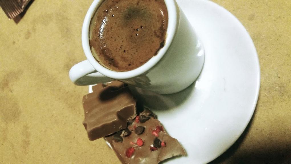 3. Israrla Türk kahvesini tattırır, fal bakar ve köpüğünü bol tutarsınız.