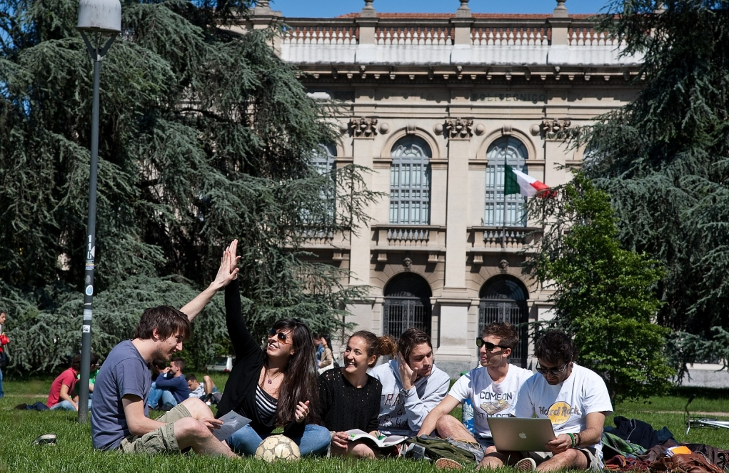 4. İtalya'da lisans eğitimi 3 yıl sürmektedir.