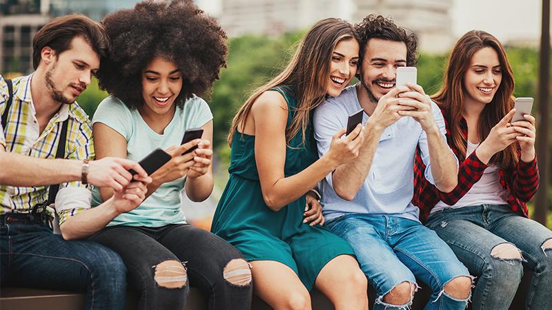 Bonus: İspanyolca öğrenmek için mobil uygulama ve online kanallar da mevcut.