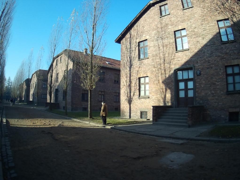 4. Auschwitz Kampı ziyaret saatleri nedir?