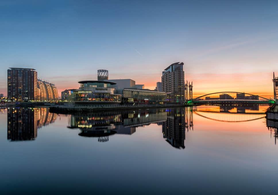 1. Öğrenci şehri olan Manchester'de yer alır.