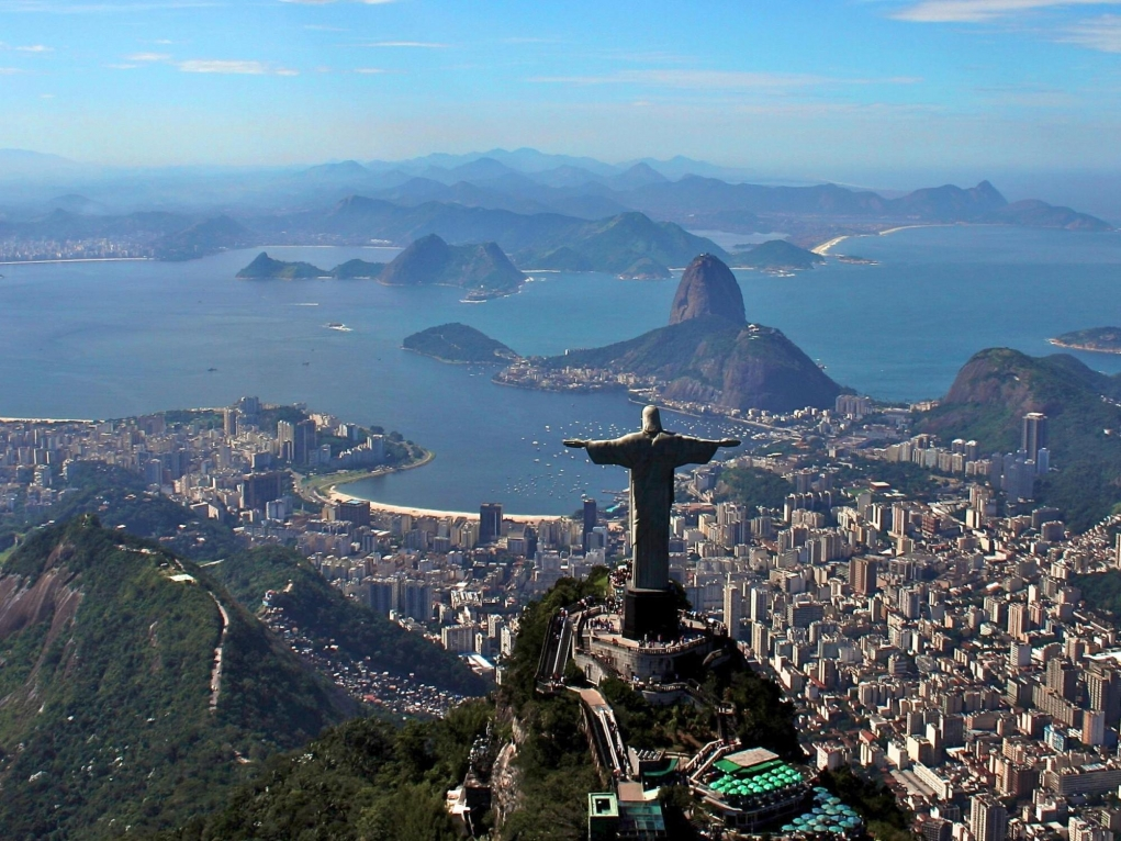 6. Kurtarıcı İsa Heykeli (Rio de Janeiro, Brezilya)