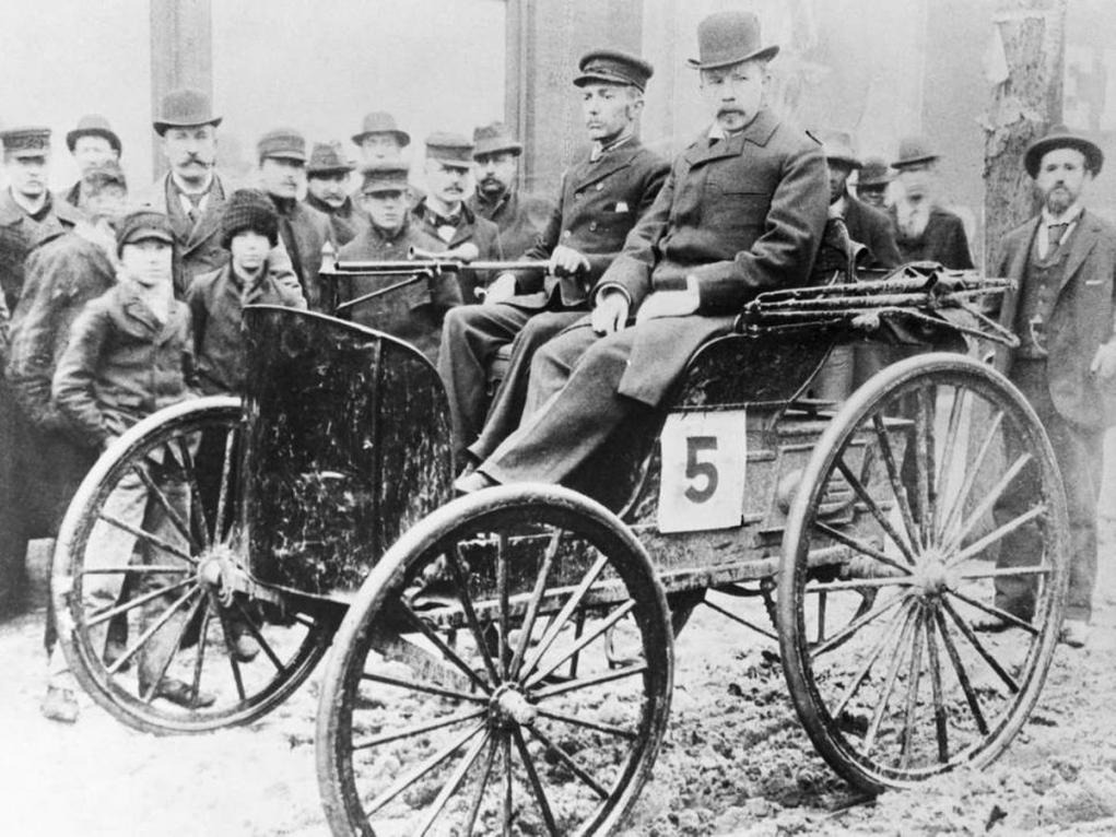 7. İlk araba yarışı Chicago'da yapılmıştır.