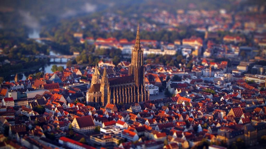 2. Dünyanın en yüksek kilisesi Almanya'dadır.