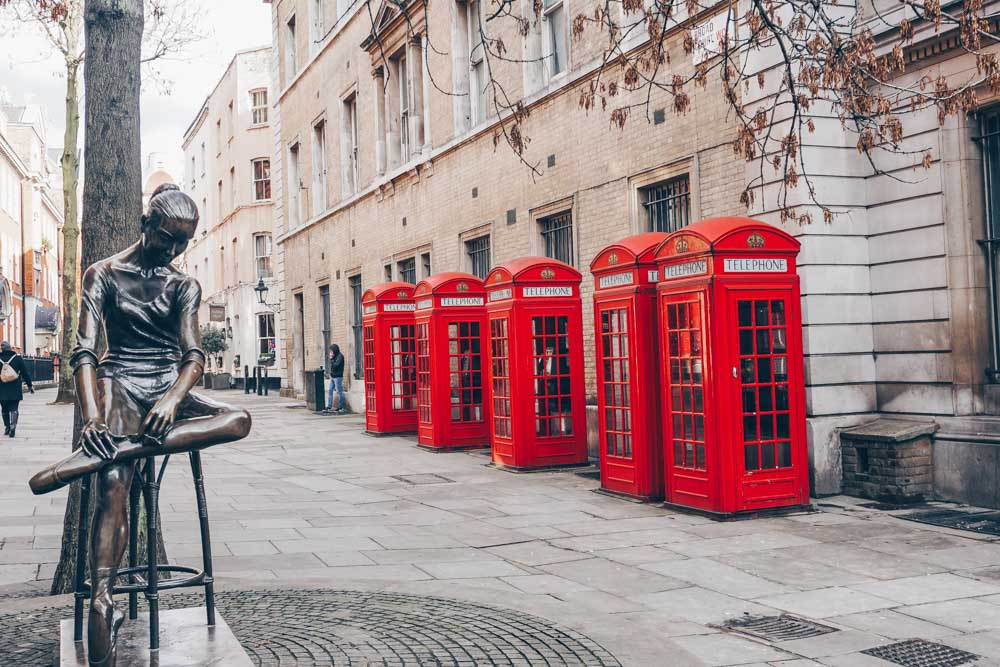 10. Covent Garden'ın arkasındaki K2 telefon kulübeleri